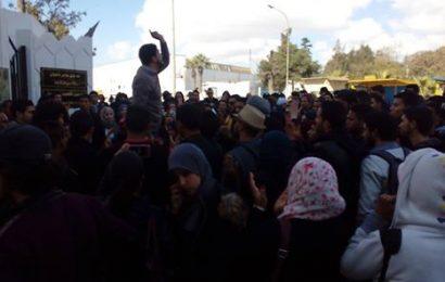 الوقفة الاحتجاجية للطلبة أمام وزارة التعليم العالي
