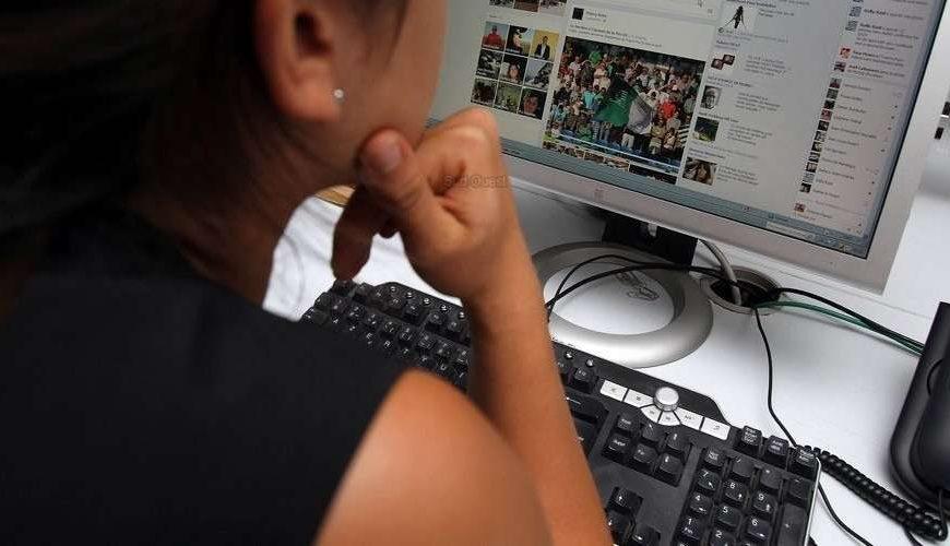 تأثيرات الفيسبوك على تركيزنا في العمل