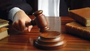 أحيانا يبدع القضاة في معاقبة المدانين.. تعرف على أغرب 10 عقوبات في العالم