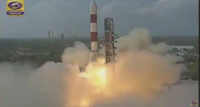 """الإمارات تسعى لإنشاء مدينة على المريخ..  إطلاق قمر """"نايف-1"""" للفضاء"""