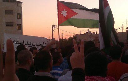 ألاف المتظاهرين في الأردن تطالب بإسقاط الحكومة