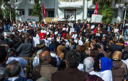أطباء تونس يطالبون بالإفراج عن اثنين من زملائهم