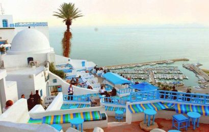 السوق الموازية تبتلع دولارات السياحة التونسية