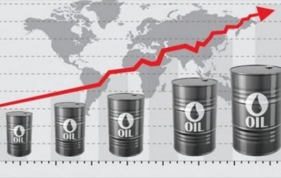 النفط يصعد 2.4 بالمئة إثر اتفاق سعودي روسي
