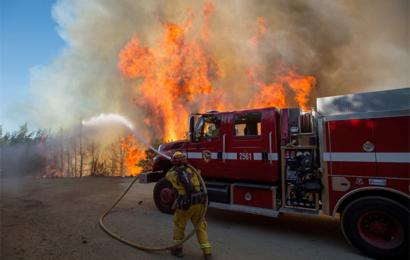 اكبر حريق في التاريخ – جيش يضم 12 الفا لمواجه حرائق كاليفورنيا