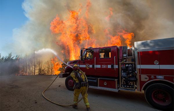 أمريكا: ارتفاع ضحايا حرائق كاليفورنيا إلى 83 قتيلًا