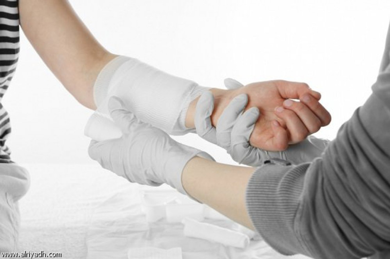 باحثون يطورون ضمادة ذكية يمكنها مراقبة الجروح لحظة بلحظة وعلاجها
