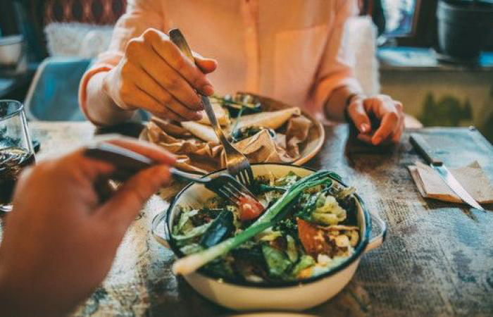 تناول العشاء متأخرا قد يصيب بالسرطان