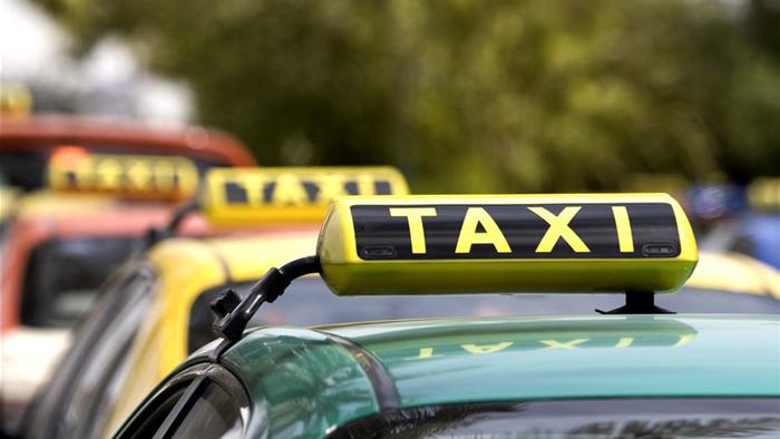 مقتل 11 سائق أجرة في جنوب إفريقيا