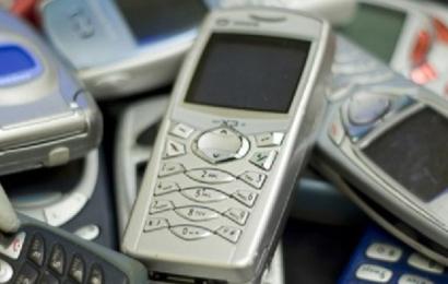 """الهواتف """"الغبية"""" تعود من جديد وتحقق مبيعات قياسية"""