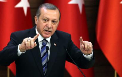"""لإنقاذ الليرة.. تركيا تحارب """"الآيفون"""" الأمريكي بـ""""سامسونغ"""" الكوري"""