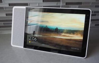 جوجل تطلق شاشة ذكية تعمل بمساعدها الصوتي قريبا