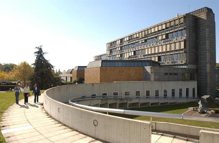 منحة تمويل جزئي للدراسة في جامعة Lausanne – سويسرا