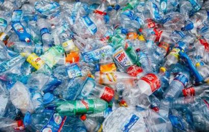 إكتشاف جديد: تحويل النفايات البلاستيكية إلى وقود للسيارات