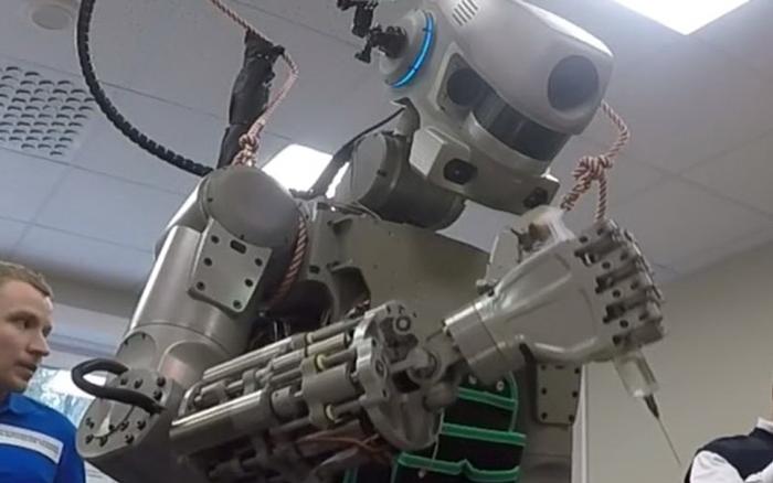 تدريب عملي بحثي في مجال تكنولوجيا المعلومات والروبوتات في روسيا