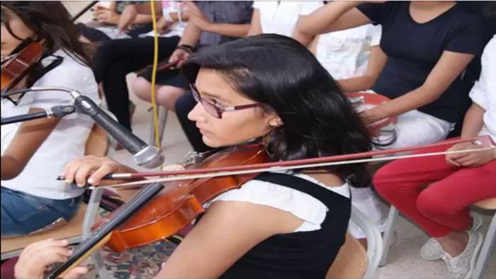 توقيع اتفاقية لتجهيز نوادي الموسيقى بالمعاهد الثانوية بآلات موسيقية