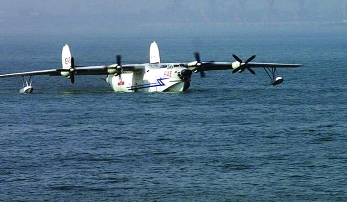 إطلاق أول طائرة برمائية في العالم بالصين