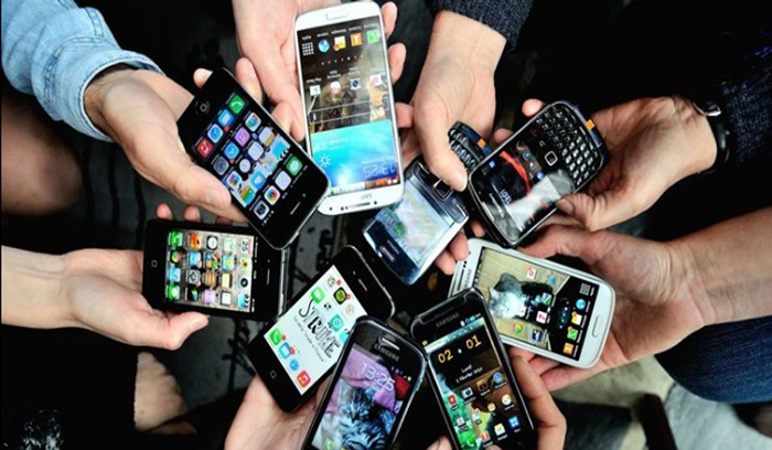 'الهواتف الغبية' تنافس الهواتف الذكية
