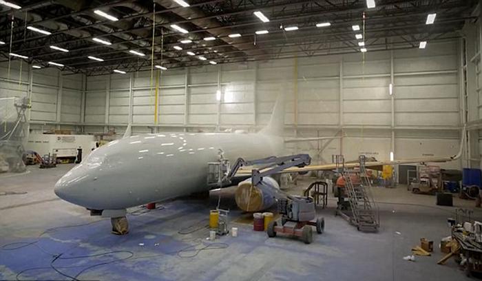 لماذا يتم طلاء الطائرات باللون الأبيض ؟