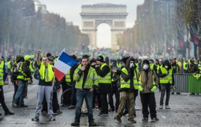 الحكومة الفرنسية تستجيب لمطالب أصحاب السترات الصفراء