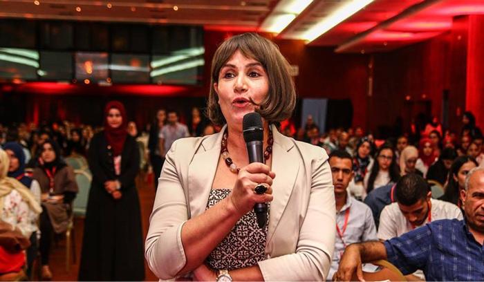 """المهندسة التونسية """"أمل مخلوف"""" ثاني امراة في العالم تتوج بجائزة المعهد العالمي الشهير لعلوم الفضاء في هولندا"""