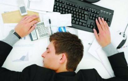 دراسة: نوم الموظفين في العمل يزيد إنتاجية الشركات