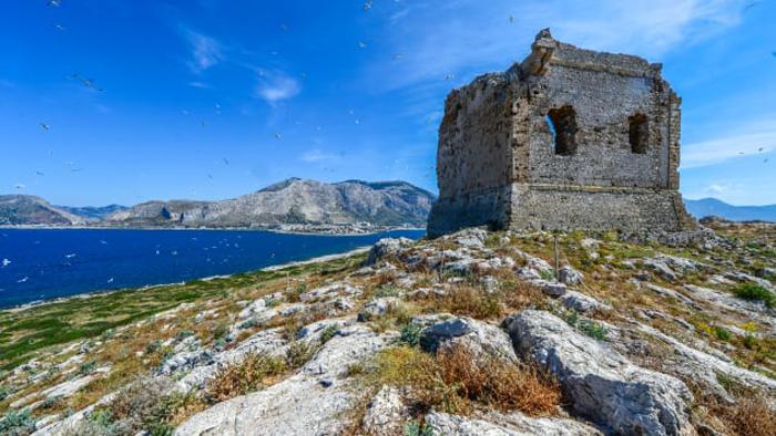 """""""جزيرة النساء"""" الايطالية للبيع بمليون يورو!"""