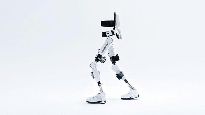 روبوت الهيكل الخارجي.. أمل جديد لمرضى الشلل