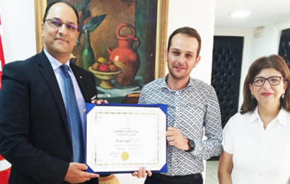 تسليم جائزة رئيس الجمهورية لأفضل أطروحة دكتوراه للباحث علاء محلا