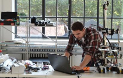 مصممون دنماركيون يقترحون استخدام روبوتات الطباعة الثلاثية لإصلاح البيئات