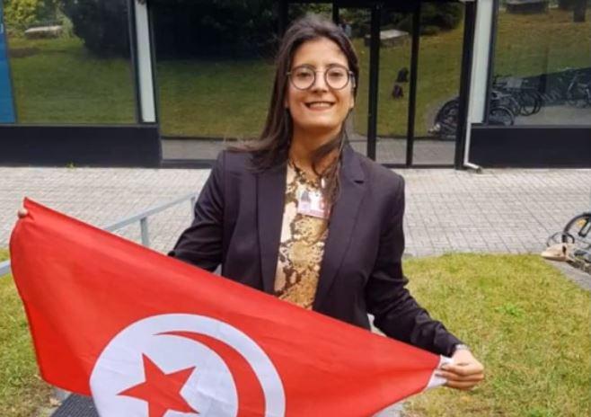 لأول مرّة في تونس وشمال افريقيا: أستاذة تونسيّة تدرّس الانقليزية للصمّ
